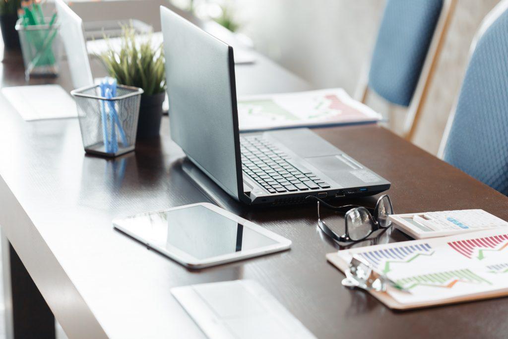 Ready Made v/s Custom Made Office Workstations 5